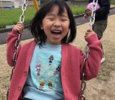 作品No:6 待ちに待ってたブランコ最高待ちに待った桂公園のOPEN!遊具で遊ぶのも久しぶりでとっても嬉しそうでした!