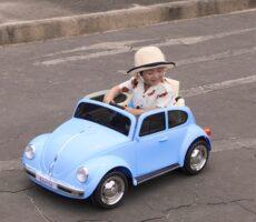 作品No:109 僕はこの車!<br><br>桂公園には色々な種類の電動ラジコンカーがあり、乗ってみたい乗り物がたくさん!<br /> ファーストカーはこの車!夢中で運転していました。<br><br>