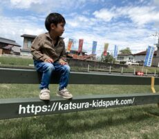 作品No:136 ここ公園なの?<br><br>ちょっと休憩にベンチ座ったときとてもいい写真が撮れました。<br /> 我が子ですがモデル風でとってもかっこいいです<br><br>