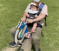 作品No:1 パパ、安全運転してね?<br><br>初めて乗る遊具がちょっと怖くてビビり顔の息子の顔がポイントです。<br><br>