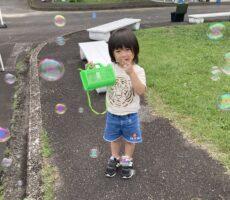 作品No:3 虫取り少年とシャボン玉<br><br>虫かごが手放せないうちの子も<br /> 綺麗なシャボン玉シャワーには大興奮でした!!<br><br>