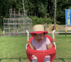 作品No:10 ブランコ楽しいー♪<br><br>この日は初めて桂交通公園へ行きました。<br /> 中でも、遊具のブランコが気に入ったようで、すごく楽しそうにブランコに乗っていました。<br /> その時に撮った、笑顔が素敵な1枚です!<br><br>