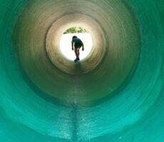 作品No:65 長いトンネルをぬけると<br><br>全力で駆け抜けて行きました。<br><br>