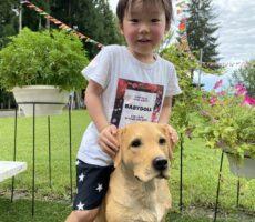 作品No:75 犬に乗って出発!<br><br>犬さん可愛いと言っていました。<br /> 犬さんと一緒にお散歩気分です。<br><br>