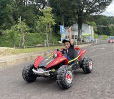 作品No:90 優勝〜✌️<br><br>桂公園ランドに行き、何回も同じカートに乗ってスピードスターを目指す姿。<br /> 可愛らしさでキュンキュンしました🥰<br><br>