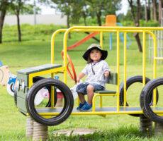作品No:109 ドヤ!ジープだぞ!<br><br>車好きな息子が初めてジープの遊具に乗り、得意げな顔をしたところを撮りました。<br><br>