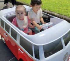 作品No:158 はじめての助手席<br><br>お座りできるようになれば、7ヶ月の赤ちゃんでも乗れました!<br /> しっかりお姉ちゃんの足にもつかまって。<br><br>