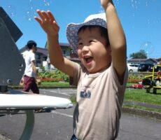 作品No:168 夏空とシャボン玉とやんちゃぼーい<br><br>公園を一通り遊んだ後、帰りたくないらしく、シャボン玉をひたすら追いかけて帰るのをごまかしてました(笑)<br /> シャボン玉を楽しく追いかける一枚が撮れたと思います。<br><br>