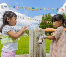 作品No:189 今どきの若者は…<br><br>今どきの若者は、手洗いしっかりルールを守って遊びます。大人も見習って感染予防!<br /> <br><br>