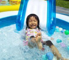 作品No:213 水って気持ちいいな<br><br>熱い夏。アイスを食べてゴーカート<br /> <br /> 娘「ママ、また連れてきてね」<br /> <br /> 私「はーい、いつでも」<br /> <br /> またお世話になります。<br><br>