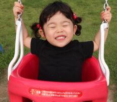 作品No:231 ブランコ大好き!<br><br>ブランコ大好きな娘が、楽しすぎて大興奮している瞬間です!笑顔がはじけています!<br><br>