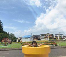 <strong>作品No:45 ひょっこり(。・ω・。)</strong><br><br>子供が遊んでる姿と公園全体の遊具や雰囲気が映るように撮りました!<br /> 公園全体もお花が沢山カラフルで可愛い!!