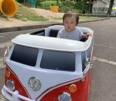 <strong>作品No:48 乗ってくか~い!?</strong><br><br>お気に入りのミニカーと全く同じ車種だったので、大はしゃぎで乗っていました!