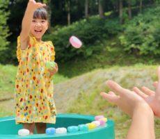 <strong>作品No:145 ねね、いくよ〜!</strong><br><br>いつもこの土管で遊ぶときは、土管の中のカラーボールの中から、星やハート型を探し出してはフチに並べてます😆<br /> 『ねね、いくよ〜!』とボールを投げる瞬間の笑顔が撮れました🌻